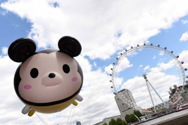 "Copyright STEWART WILLIAMS 07956 568150 DISNEY 'TSUM TSUM' TOY CRAZE JUST GOT BIGGER Giant Disney characters in the shape of ""TSUM TSUMS "", the latest collectible toy craze to hit the UK from Japan, journeyed through London on their way to Disney Store on Oxford Street. (FREE TO USE)"